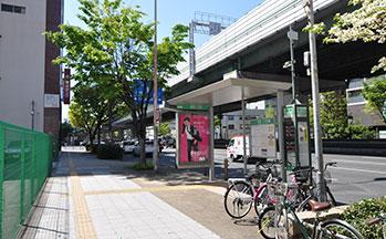 街並み3(千日前通のバス停)